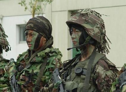 敬礼,中国女军人 研发交流