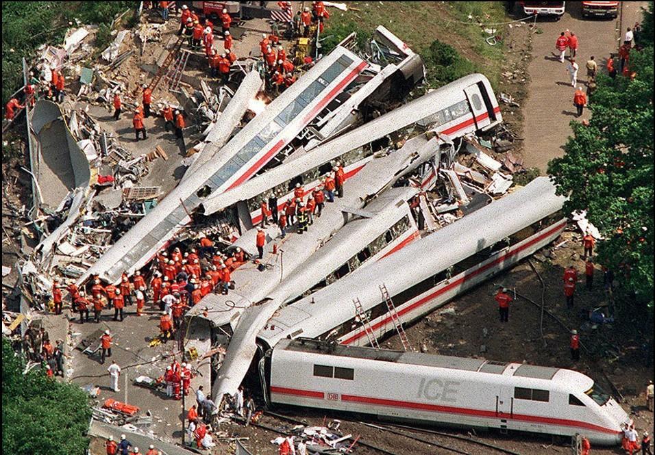代表高科技的ice列车高速行驶了7年,无一例死亡事故记录,直到1998年