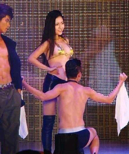 猛男美女热舞 深圳大学迎新晚会成了色情舞会?