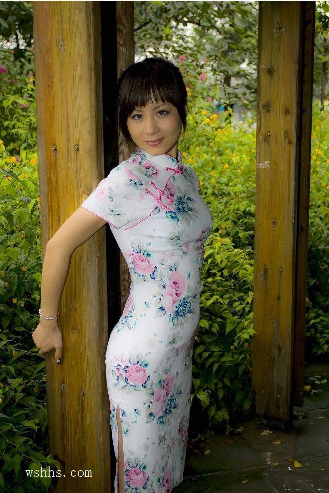 捆绳旗袍美女