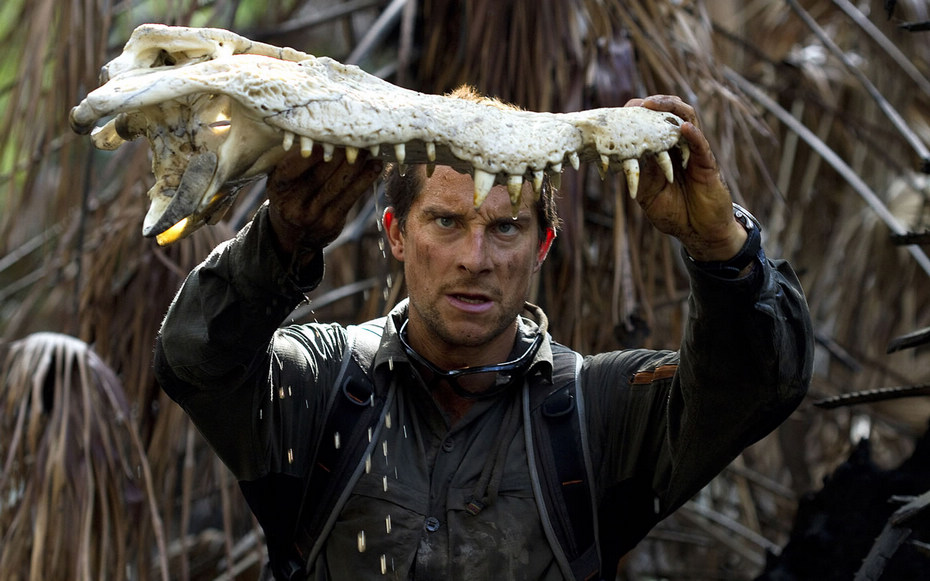 据路透社报道,英国著名户外生存专家贝尔格里尔斯(Bear Grylls)被雇主《发现》频道解聘。贝尔是一名经验丰富的冒险家,常在野外生存的贝尔什么都敢吃,蜥蜴,蛇,蝎子,各种各样的虫子,还有被其他动物吃剩下的动物的尸体,甚至新鲜的大象粪中的水。