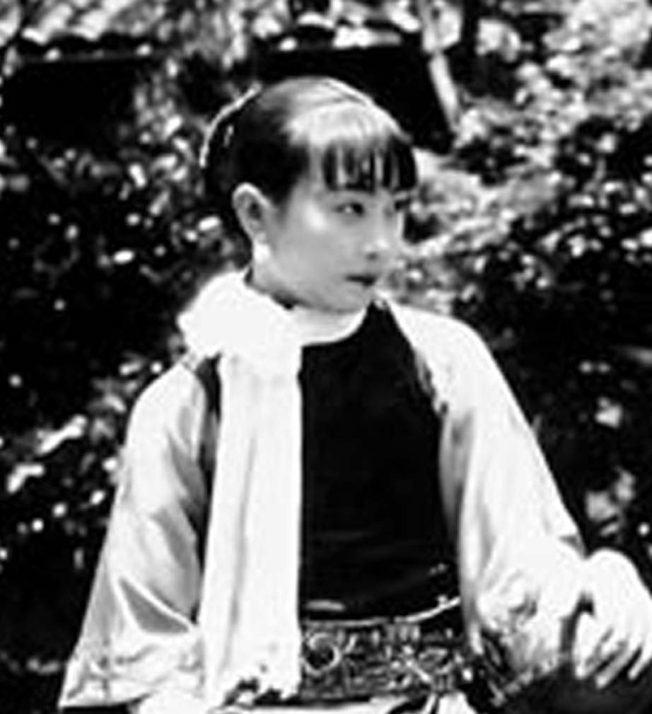 江青年轻时候的时尚照片